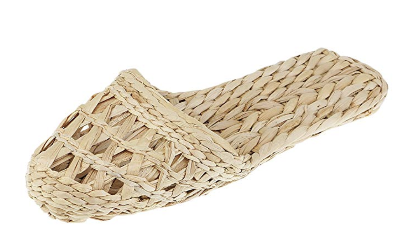 Rattan flip flop to chill at home