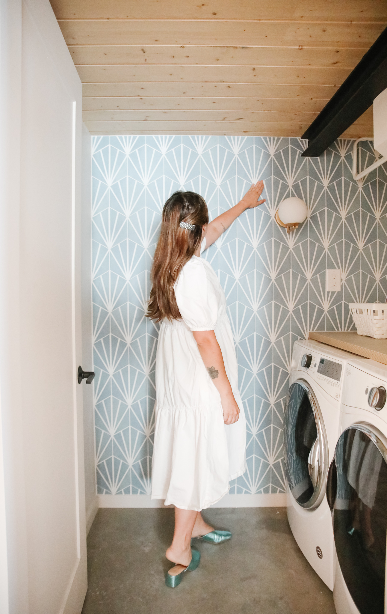 Laundry room DIY project - tile wall