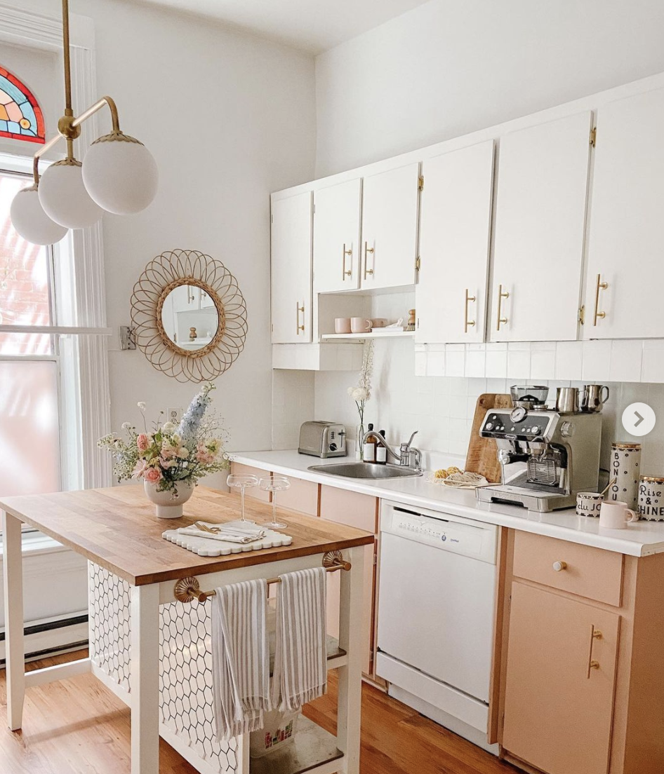 Modern kitchen decor in pink