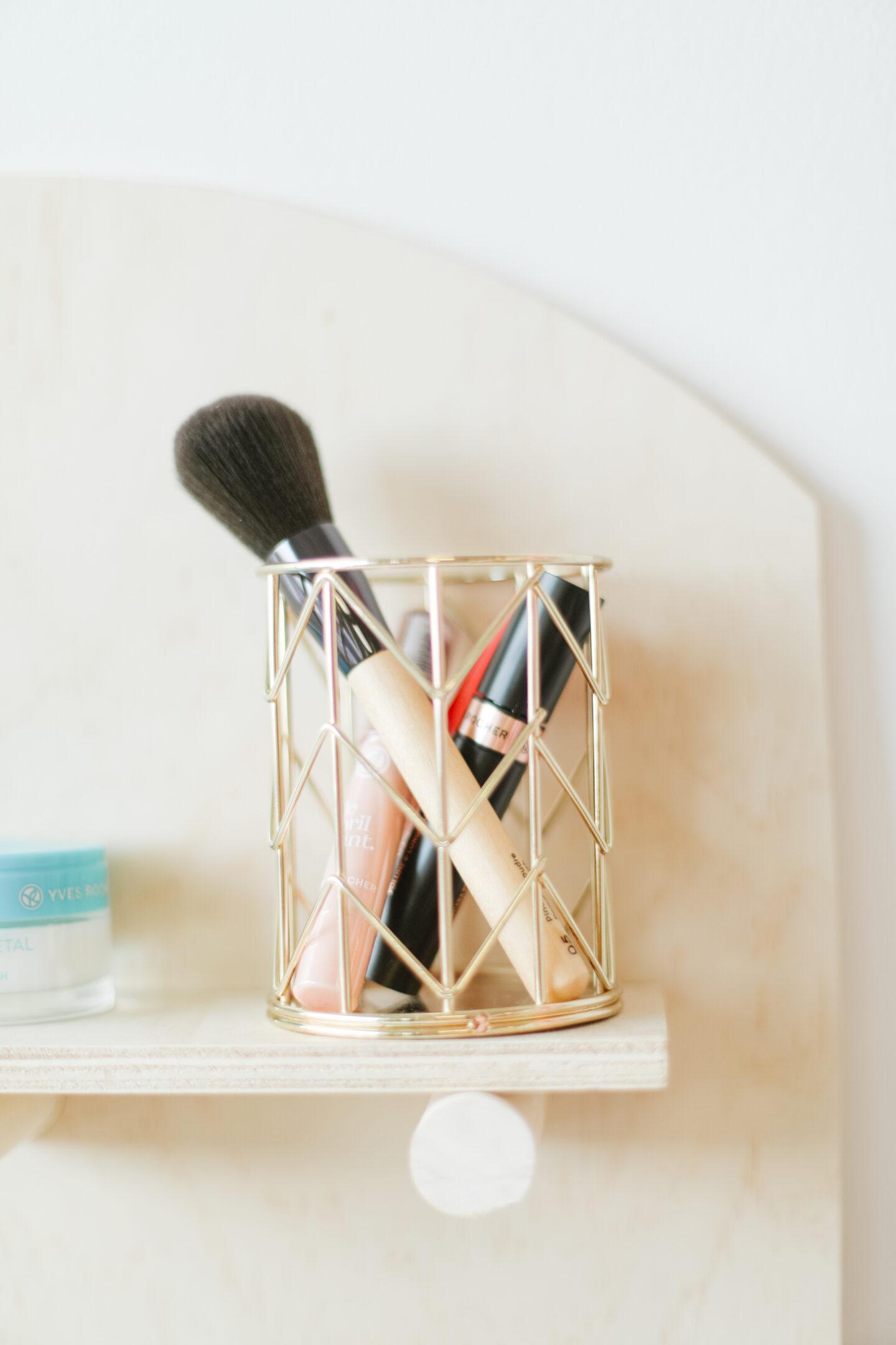 Easy Beauty Organizer DIY