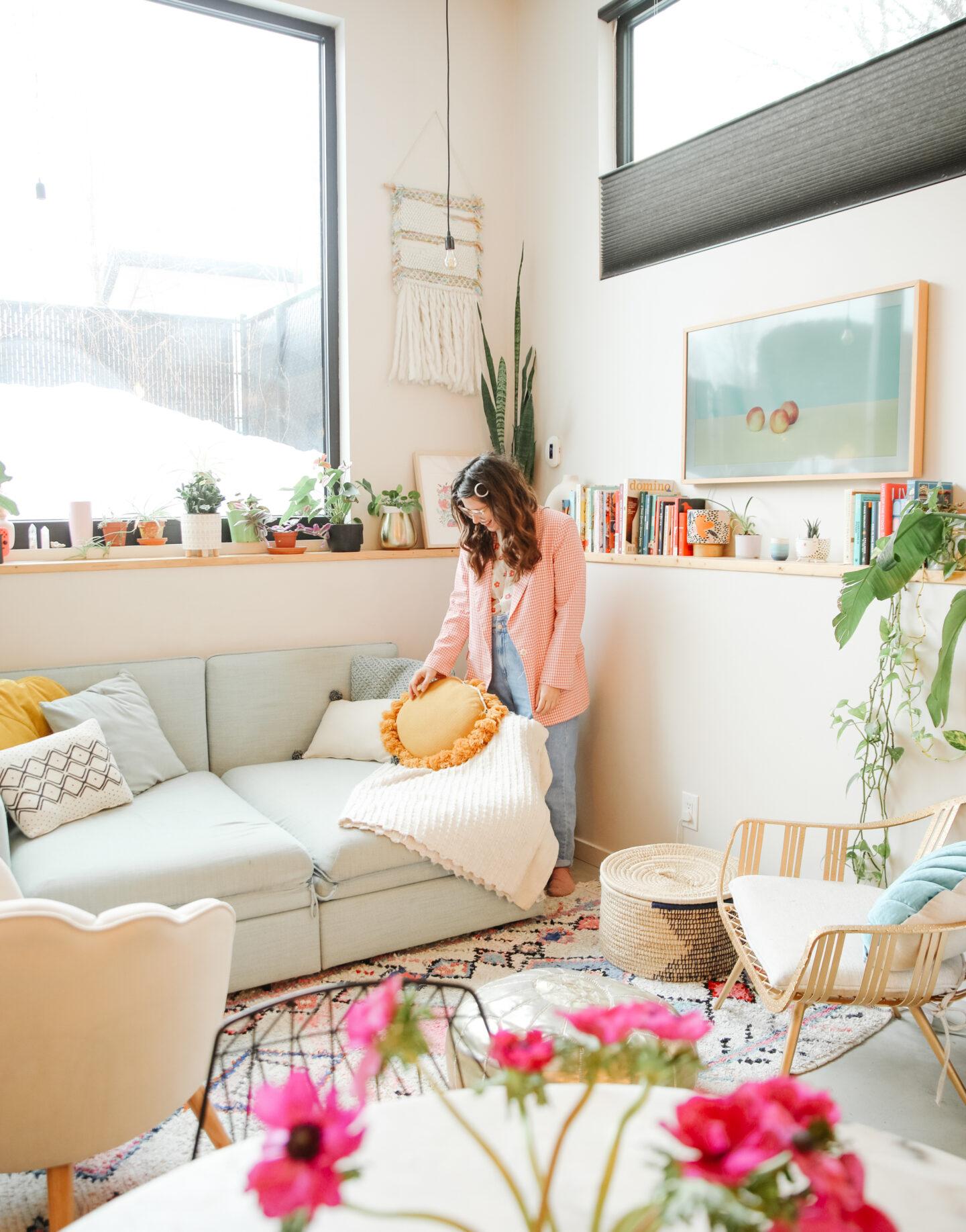 5 Fun Pillows you Need in your home decor!